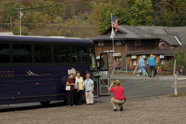 Picture Opportunity with Bus Tours of Fly Creek Cider Mill